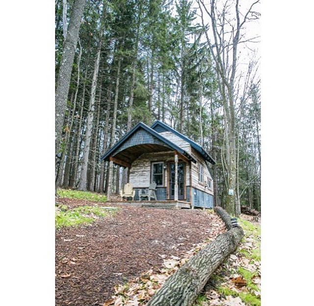 Happy #humpday eco-warriors! Tiny house inspiration is from the wonderful @smallsimpleliving 👌🏼🌱 . . . #tinyhouse #greenliving #ecodesign #ecofriendly #eco #tinyhousemovement #offthegrid