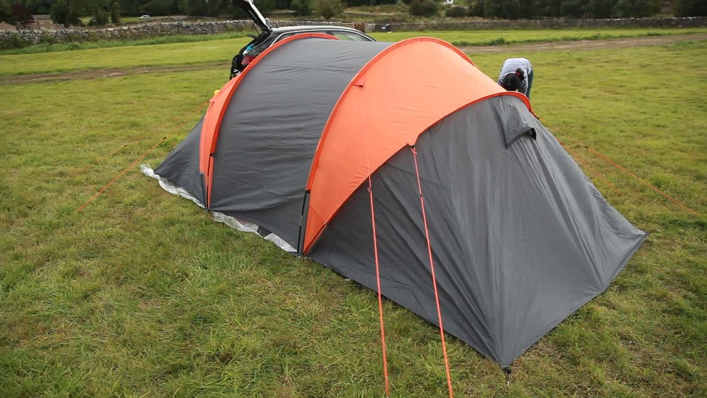 Fastest Time for Putting up a Four-man Tent is 2 Minutes and 7 Seconds! & Fastest Time for Putting up a Four-man Tent is 2 Minutes and 7 ...
