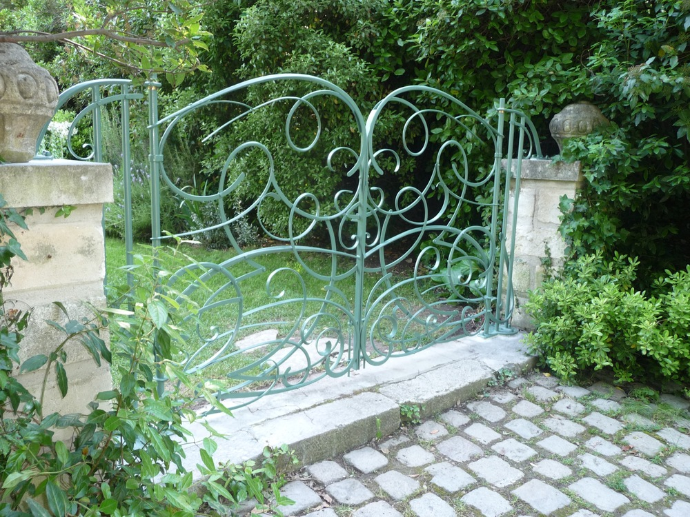 Le Petit Fontanille gate A Burne.jpg