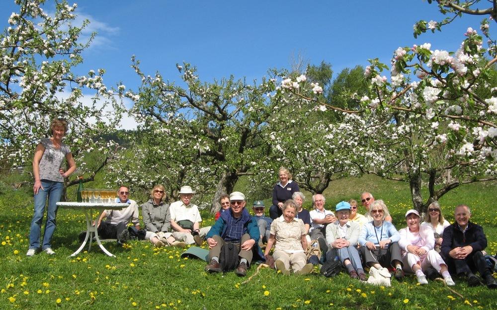 14-mai-fruktvandring-og-smaking-henjatunet_mindre-format.jpg