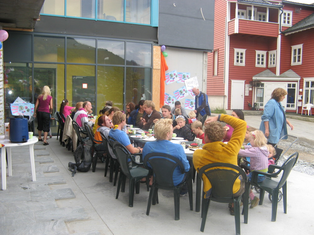 fjordfrukost_langbord_aug09.jpg
