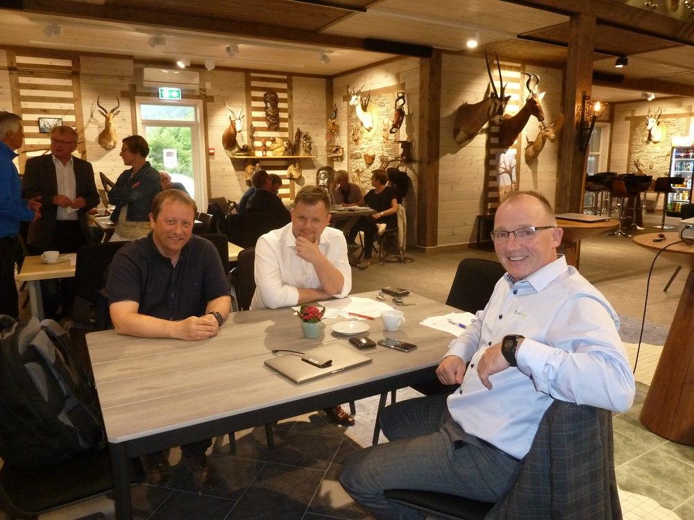 Agnar Holen (t.v), Jon Håkon Odd og Per Odd Grevsnes var godt nøg med oppmøte og kvelden i Villmarka.