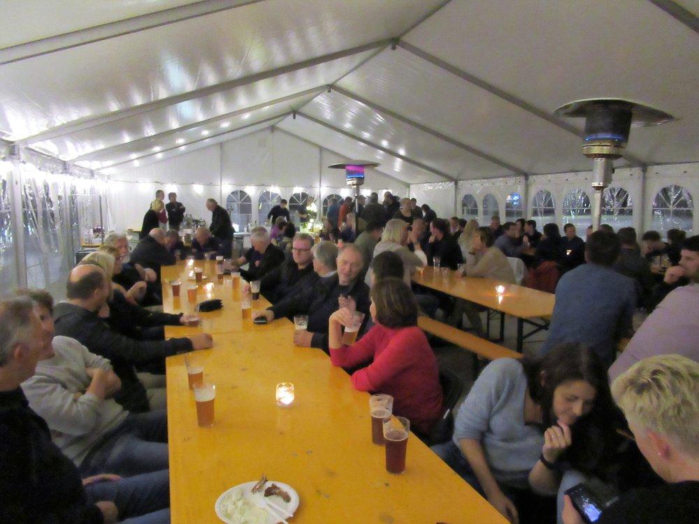 Oktoberfest i teltet på Borggården blir som vanleg fredag kveld.