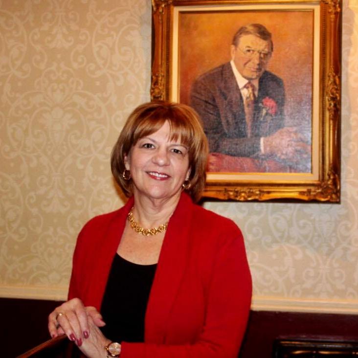 Owner, Janet Sossi Belcoure