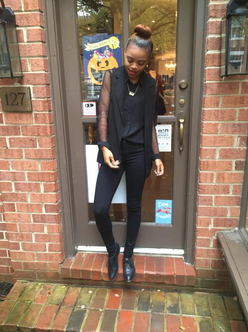 H&M Blouse Vintage Necklace Thanks Grammy Violet BoutiqueSleeveless Blazer & Black Jean