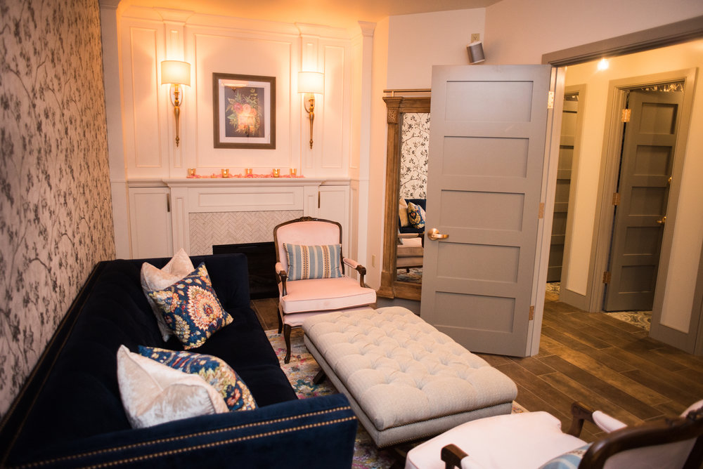 St. Marys Hideaway  brides will enjoy being pampered in their private Parisian-inspired Bridal Suite, filled with luxe velvet and bronze gold finishes.