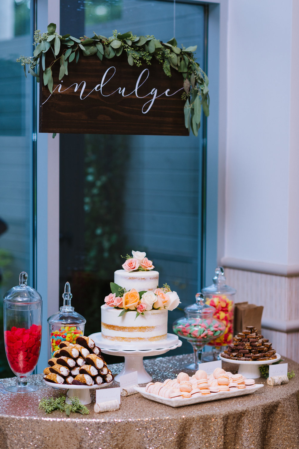 sweets-table-naked-cake-wood-sign