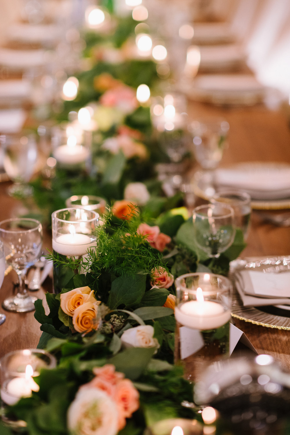greenery-floating-candles-tablescape-place-settings