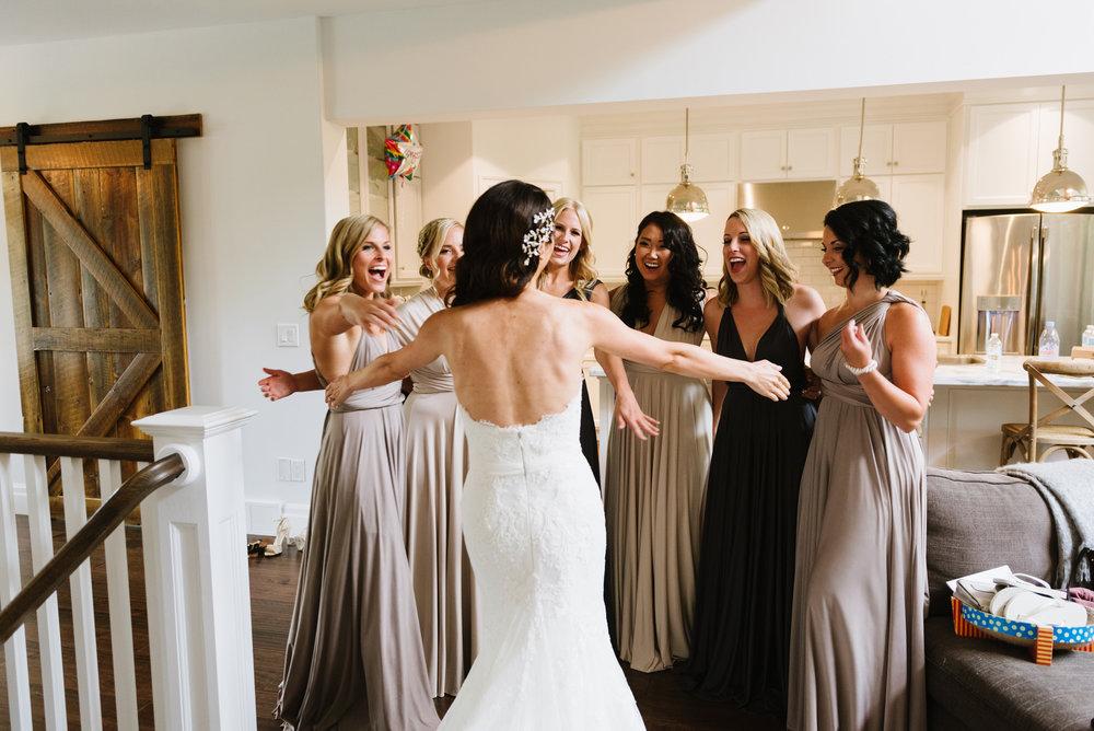 bridesmaids-first-look-bride