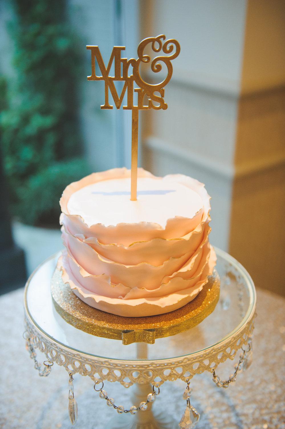 wedding-cake-ceremonial-gold-topper
