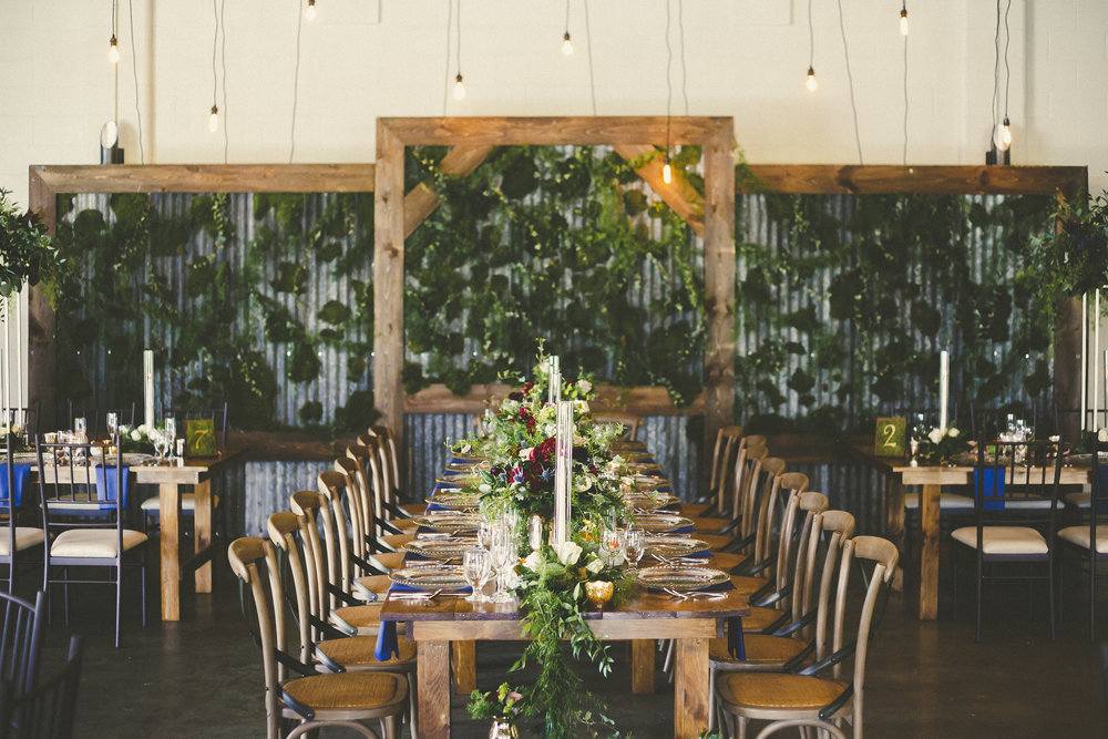 Living backdrops add lush greenery focal points behind the head table.  Hideaway  fresh moss backdrop designed by  Lyric Flowers  and  Above & Beyond Event Design & Decor .