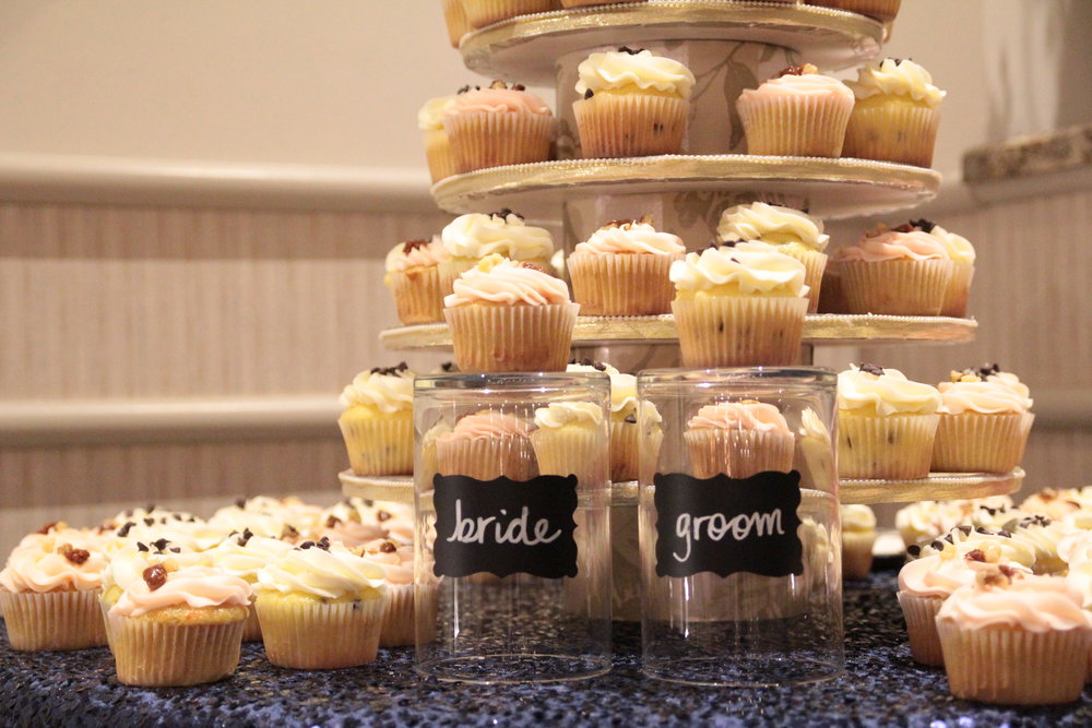 wedding-cupcakes-personalized.JPG