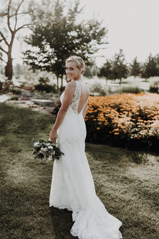 golfcourse_wedding_bride_lacedress_lowback.jpg