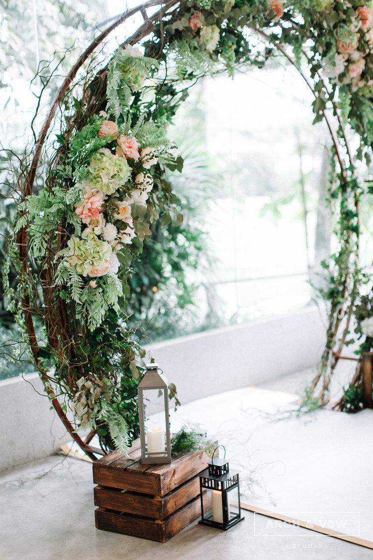 circular_floral_arch_ceremony_altar.jpg