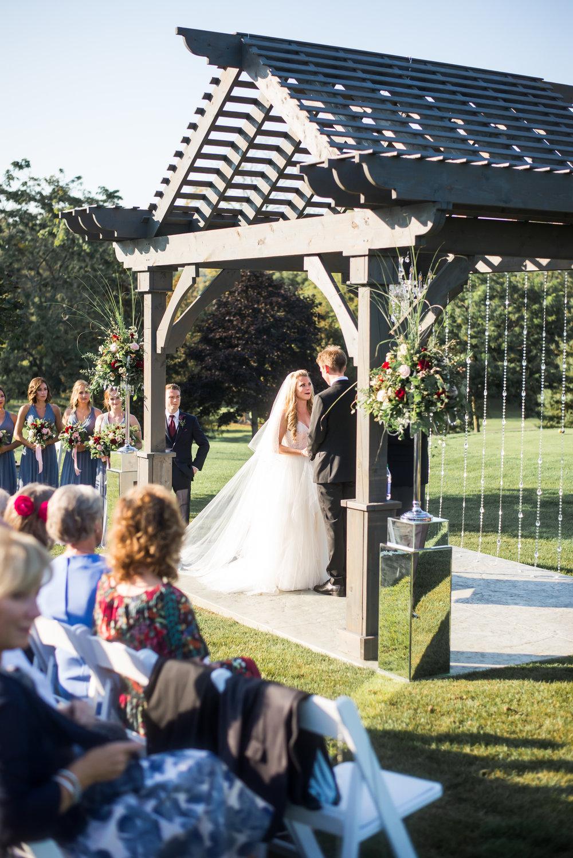 bride_groom_outdoor_wedding_ceremony