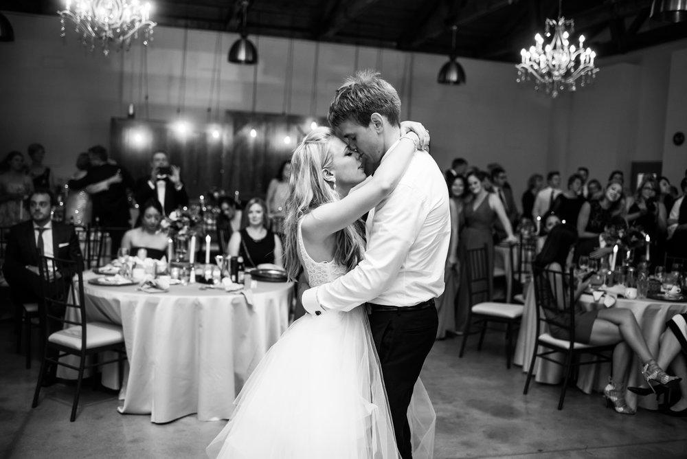 bride_groom_wedding_first_dance