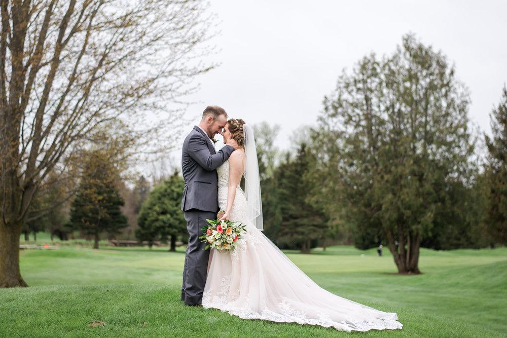 bride_groom_outdoor_wedding.jpg