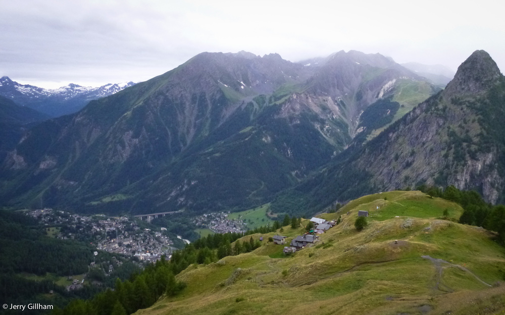 Refuge Bertone in the foreground and Courmayeur below.