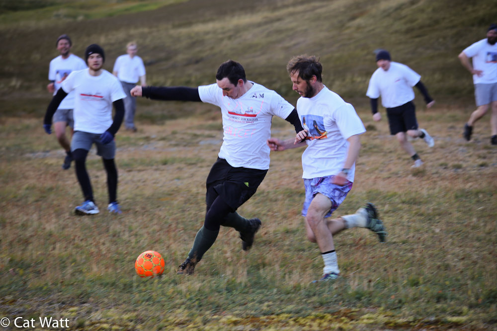 We started off both playing in white, with the first few minutes being an utterly chaotic mess before they removed their tops and played in their black thermals.