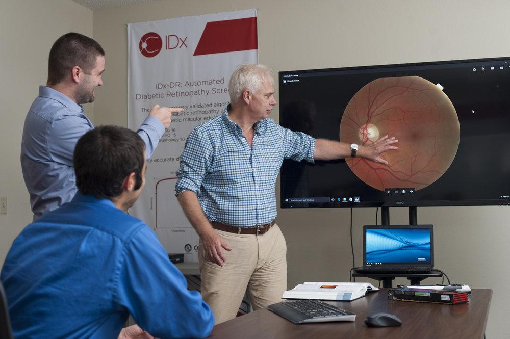 Abramoff and IDx staff examine retina.jpg
