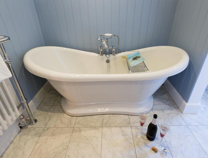 Rm 4 Bath 6.jpg