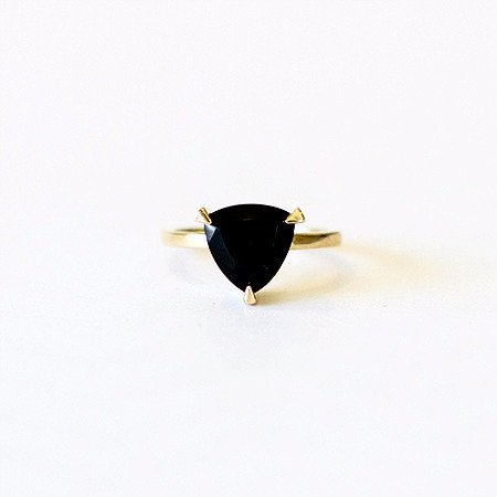 Self-love-pinky-ring-black-spinel-black-ring-yellow-gold-self-love-fred-far.jpeg