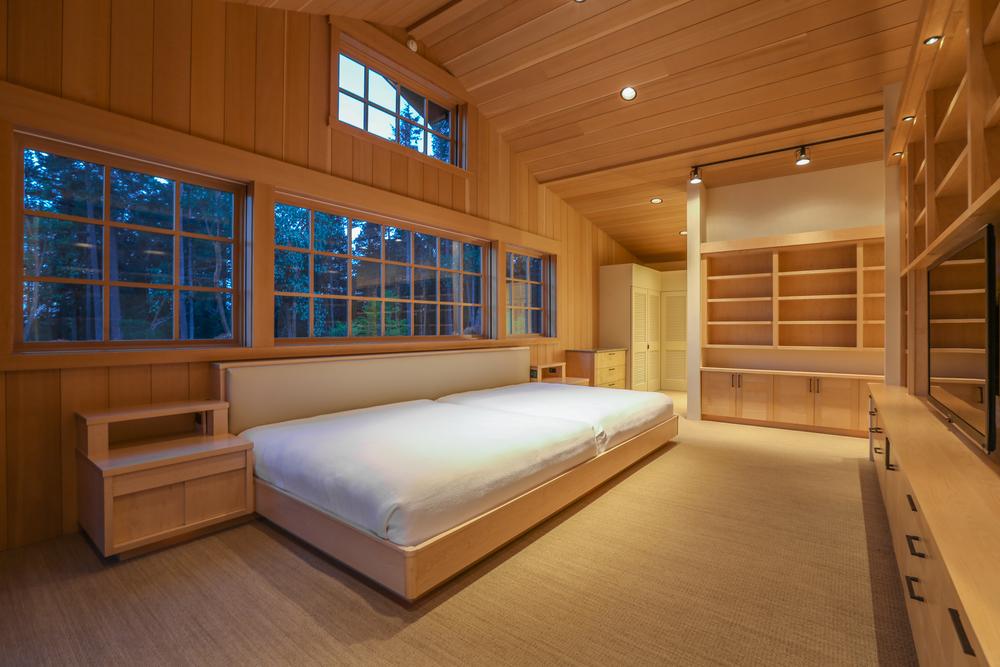 045-Master_Bedroom_Twilight-2629313-large.jpg