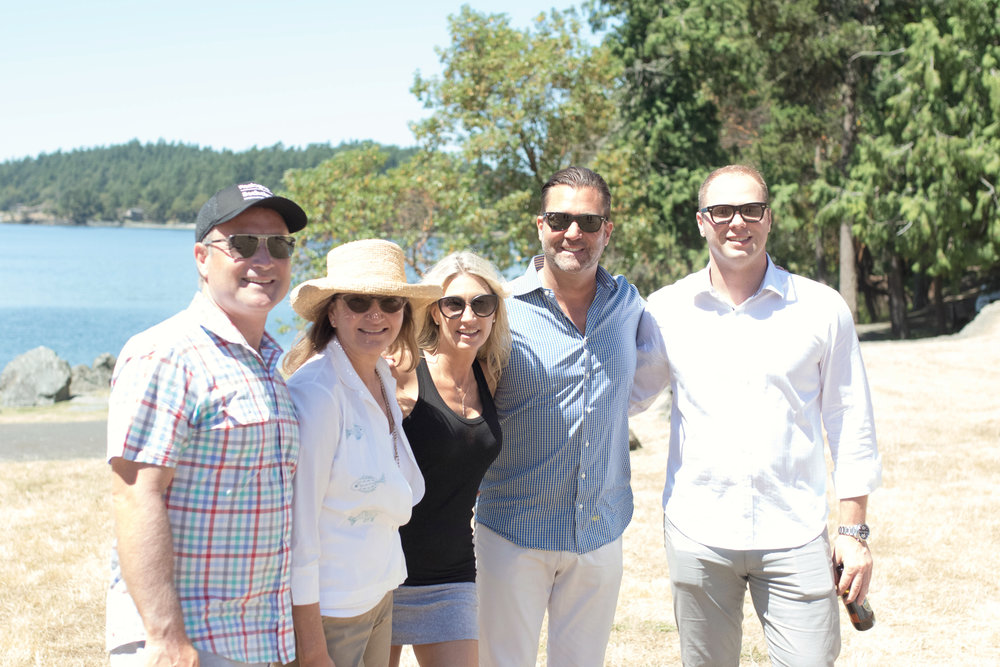 From Left: RSIR Members Dean Jones, Moira Holley, Stacy Jones, Scott Wasner & Anton Krivenyshev soaked up the sun as they arrived at the rendezvous.