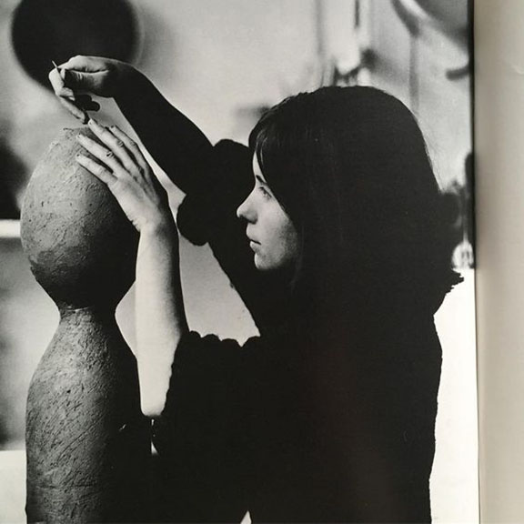 Gillian Lowndes, Ceramic Artist, The art of the Modern Potter, Tony Birks, London, 1967