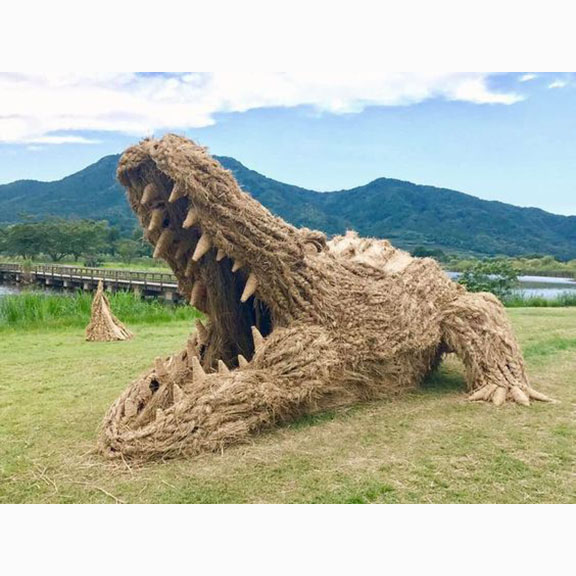 Students from Musashino Art University, Giant Straw Animals, Wara Art Festival, Niigata city, 2017