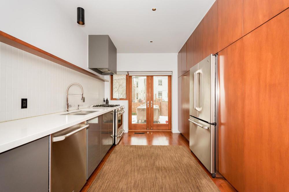 128 Booth Ave Toronto ON M4M-large-012-24-Kitchen-1500x1000-72dpi.jpg