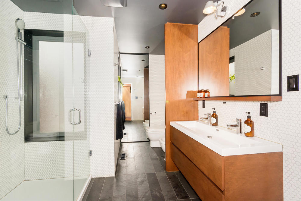 128 Booth Ave Toronto ON M4M-large-018-22-Master Bath-1499x1000-72dpi.jpg