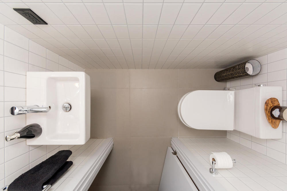 128 Booth Ave Toronto ON M4M-large-028-13-Bathroom-1500x1000-72dpi.jpg