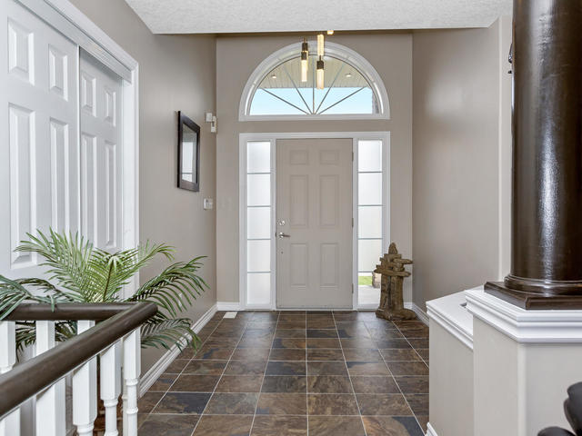 81 Soverigns Gate Barrie ON-MLS_Size-004-7-Entryway-640x480-72dpi.jpg