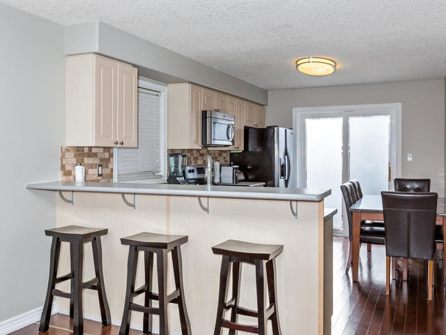 81 Soverigns Gate Barrie ON-MLS_Size-012-24-Kitchen-640x480-72dpi.jpg