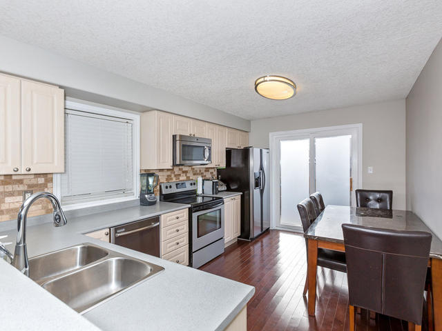 81 Soverigns Gate Barrie ON-MLS_Size-013-5-Kitchen-640x480-72dpi.jpg