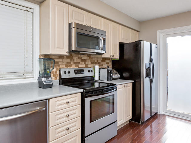 81 Soverigns Gate Barrie ON-MLS_Size-015-19-Kitchen-640x480-72dpi.jpg
