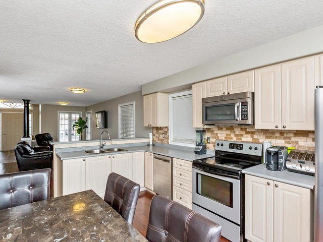 81 Soverigns Gate Barrie ON-MLS_Size-016-18-Kitchen-640x480-72dpi.jpg