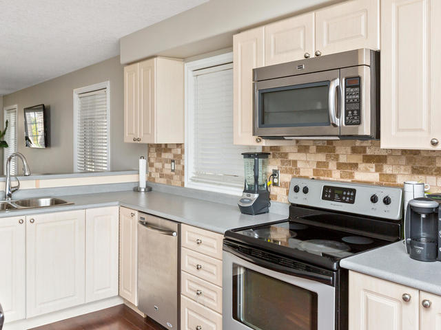 81 Soverigns Gate Barrie ON-MLS_Size-017-14-Kitchen-640x480-72dpi.jpg