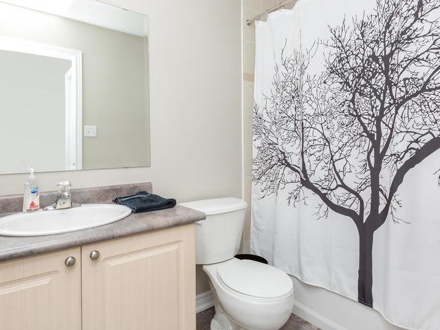 81 Soverigns Gate Barrie ON-MLS_Size-019-31-Bathroom-640x480-72dpi.jpg
