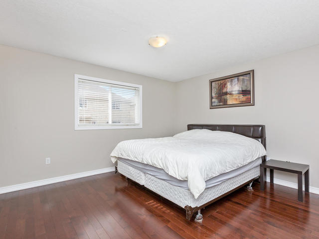 81 Soverigns Gate Barrie ON-MLS_Size-020-20-Master Bedroom-640x480-72dpi.jpg