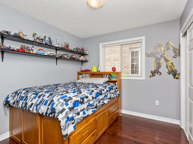 81 Soverigns Gate Barrie ON-MLS_Size-023-15-Bedroom-640x480-72dpi.jpg
