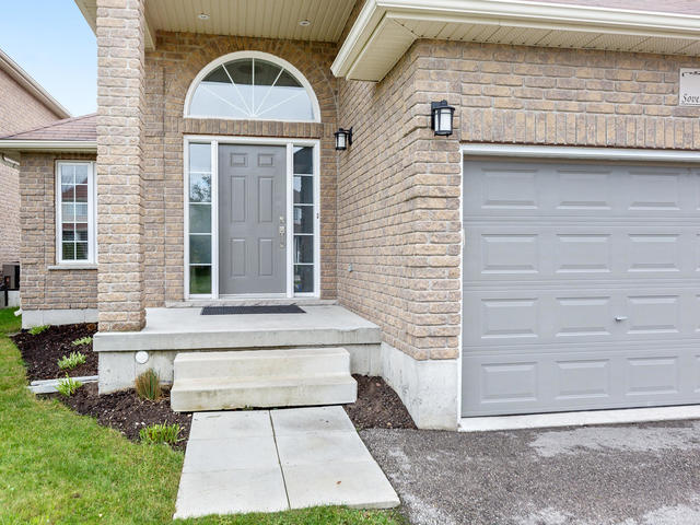 81 Soverigns Gate Barrie ON-MLS_Size-031-34-Exterior-640x480-72dpi.jpg