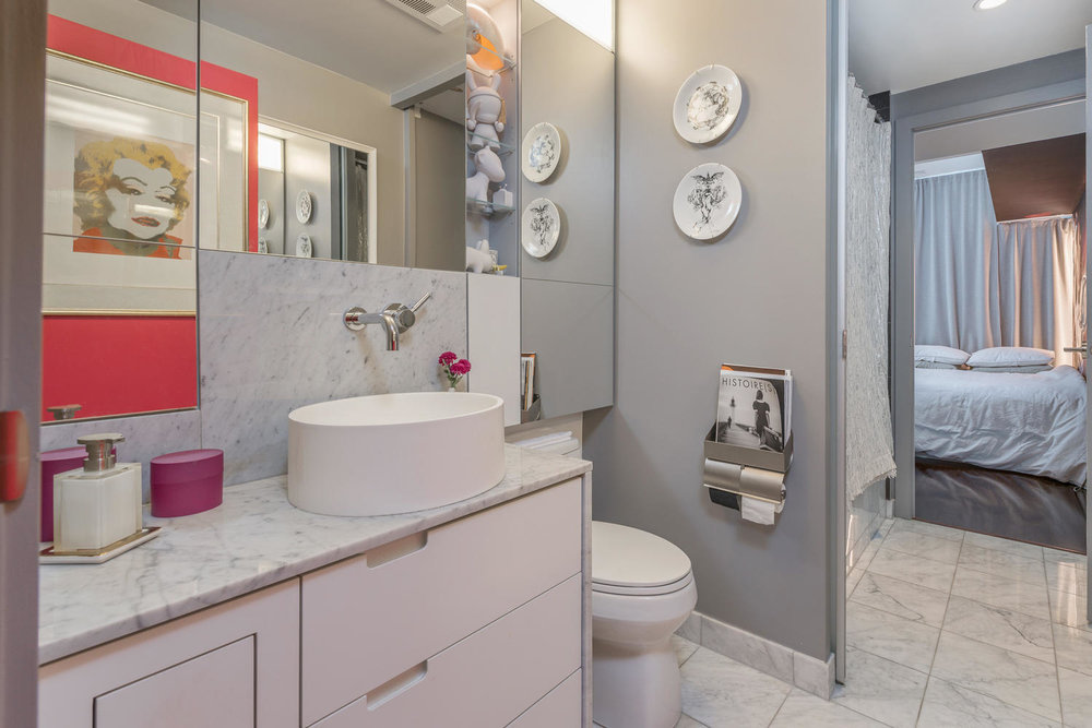33 Charles St East Suite 4008-large-017-17-Bathroom-1499x1000-72dpi.jpg