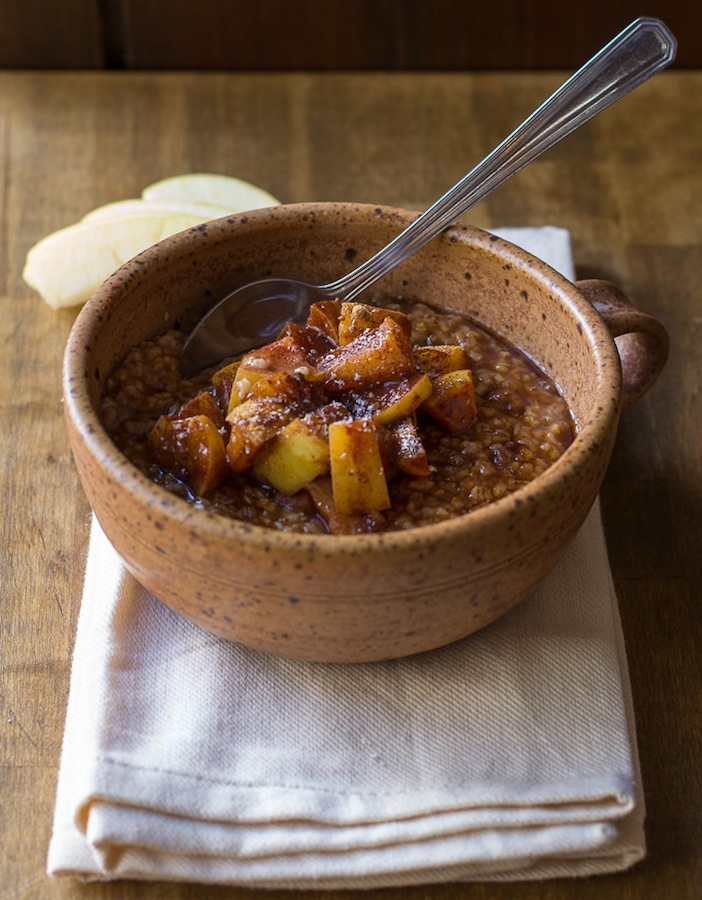 Apple Pie Steel Cut Oatmeal | ediblesoundbites.com