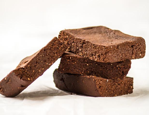 Raw Protein Brownies | ediblesoundbites.com