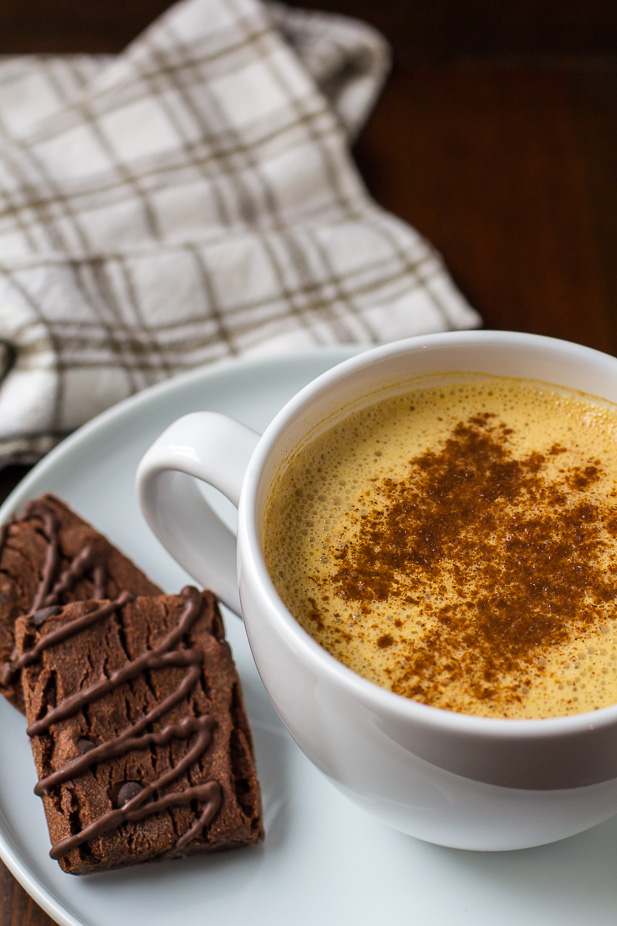 Vegan Pumpkin Pie Spice Latte | ediblesoundbites.com #vegan #fall #thanksgiving