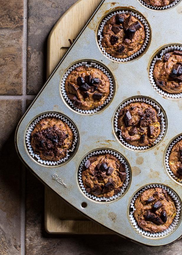Banana Bread Muffins | ediblesoundbites.com #muffins