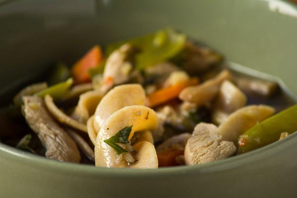 Asian Carrot and Mushroom Noodle Soup | ediblesoundbites.com