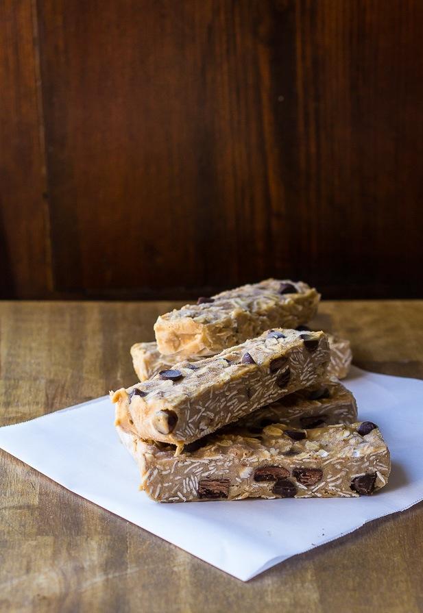 Frosty No-Bake Chocolate Chip Granola Bars | ediblesoundbites.com
